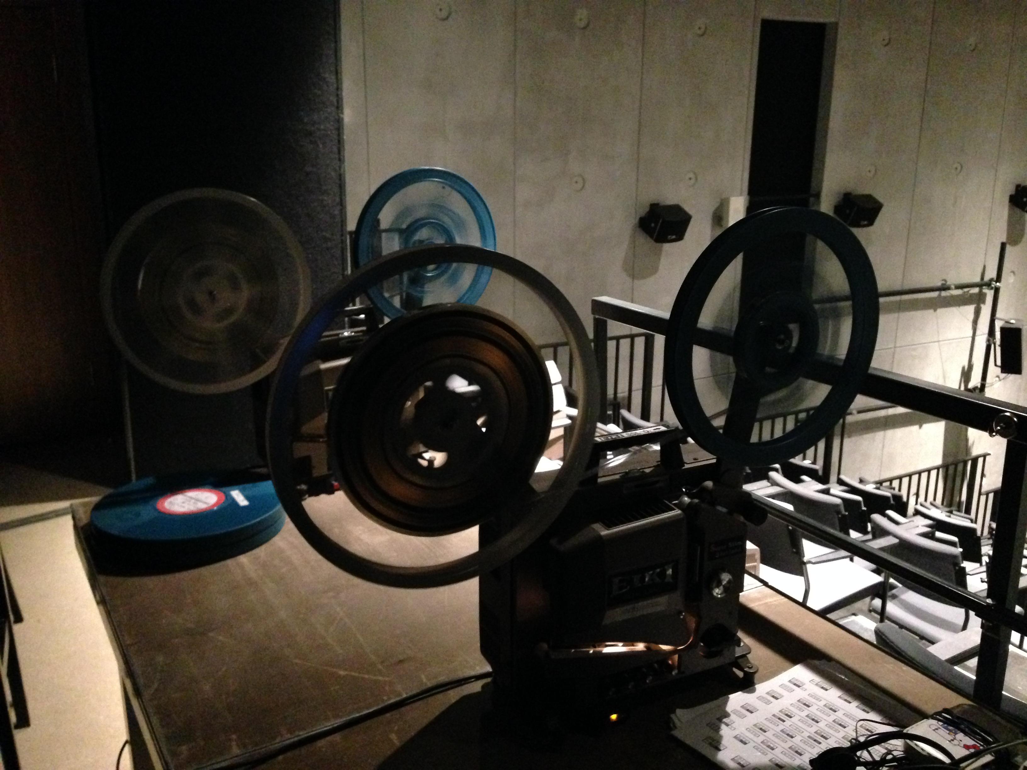 Показы экспериментальных фильмов с 16 мм пленки